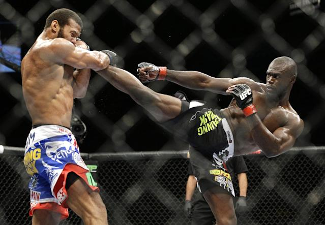 Uriah Hall survives injury, wins decision at UFC 175