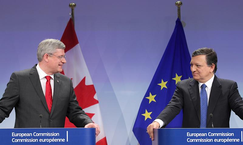 European Commission President Jose Manuel Barroso, right, looks at Canada's Prime Minister Stephen Harper during a media conference at the European Commission headquarters in Brussels, Friday, Oct. 18, 2013. Canada and the European Union finalized a landmark free trade agreement to boost growth and employment in both economies. (AP Photo/Yves Logghe)