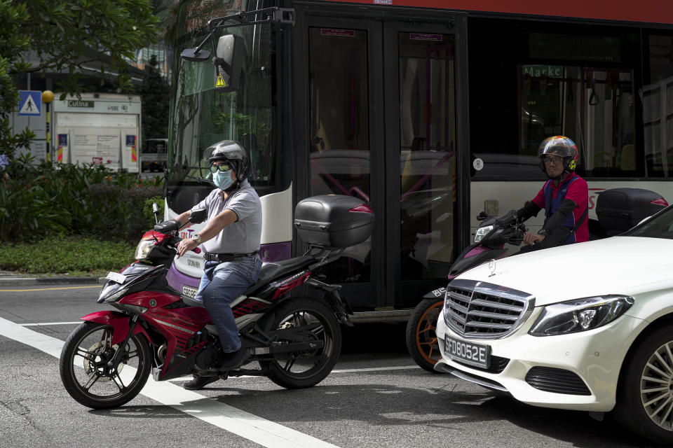 SINGAPORE, SINGAPORE - FEBRUARY 28: A motorist wearing a mask waits at the traffic at the Central Business District on February 28, 2020 in Singapore. The coronavirus, originating in Wuhan, China has spread to over 80,000 people globally, more than 50 countries have now been infected.  (Photo by Ore Huiying/Getty Images)