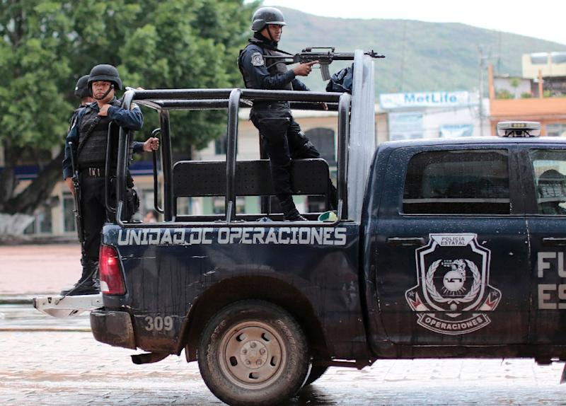 Guerrero State police patrol in the back of a pick-up truck in the city of Chilapa, in the southern Mexican, on the eve of midterm elections on June 6, 2015 (AFP Photo/Pedro Pardo)