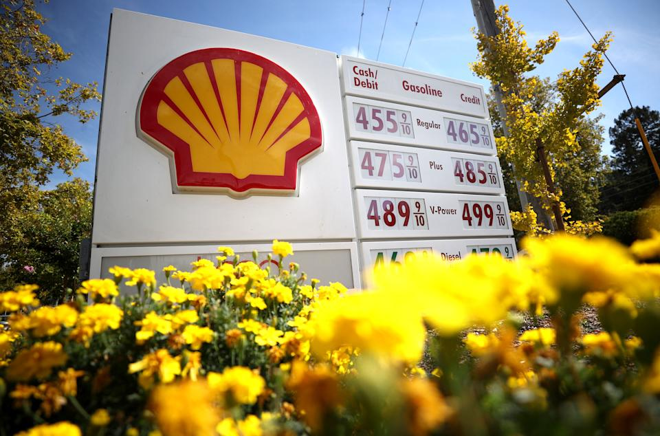 SAN RAFAEL, CALIFORNIA - OCTOBER 05: Gas prices approaching $5 a gallon are displayed in front of a Shell gas station on October 05, 2021 in San Rafael, California. Gas prices in the U.S. are continuing to rise to the highest level since 2014. According to AAA, the national average for a gallon of regular unleaded gasoline inched up to $3.20 over the last month, over $1 per gallon more than one year ago.   Justin Sullivan/Getty Images/AFP / AFP / GETTY IMAGES NORTH AMERICA / JUSTIN SULLIVAN