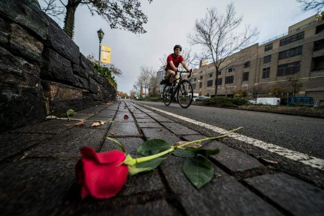 <p>A cyclist rides past flowers left on a bike path to pay tribute to the October 31 terror attack victims, in New York City, on Nov. 2, 2017. (Photo: Jewel Samad/AFP/Getty Images) </p>
