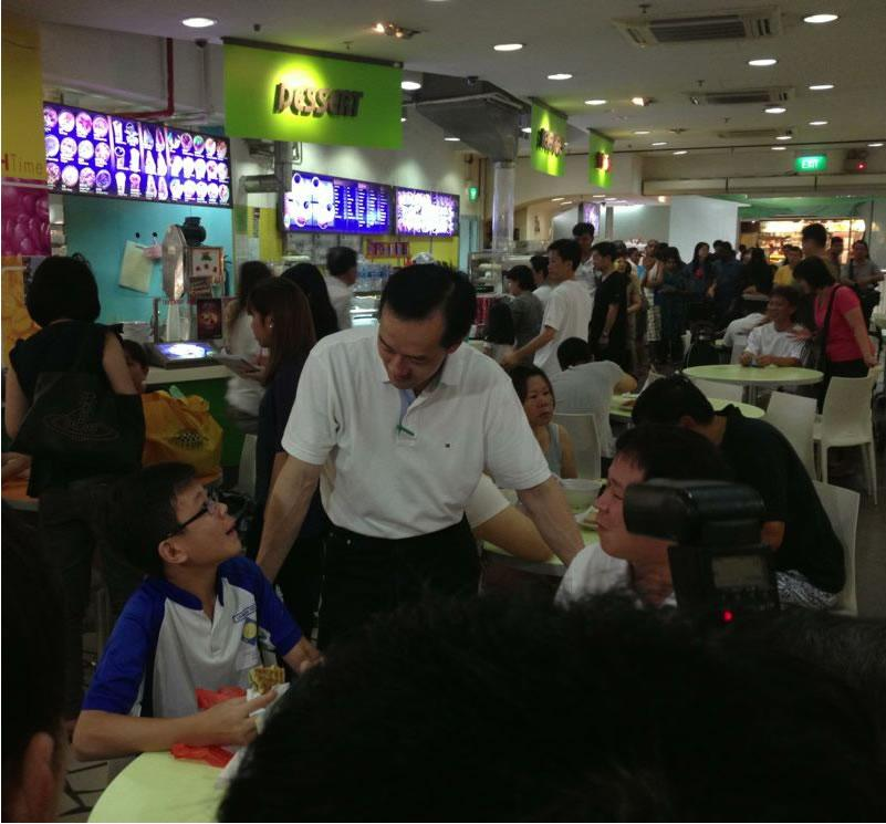 Dr Koh Poh Koon meets residents at Rivervale Plaza. (Yahoo! photo/Satish Cheney)