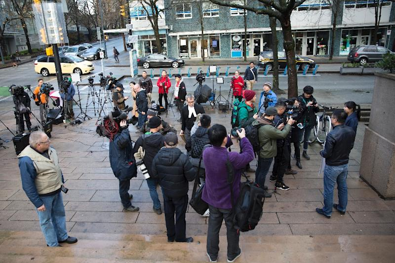 Media gather outside the bail hearing of Huawei's Chief Financial Officer Meng Wanzhou (AFP Photo/Jason Redmond)