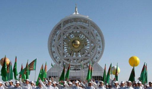 Young Turkmens  take part in unveiling ceremony of  the 47.6-metre Ferris wheel