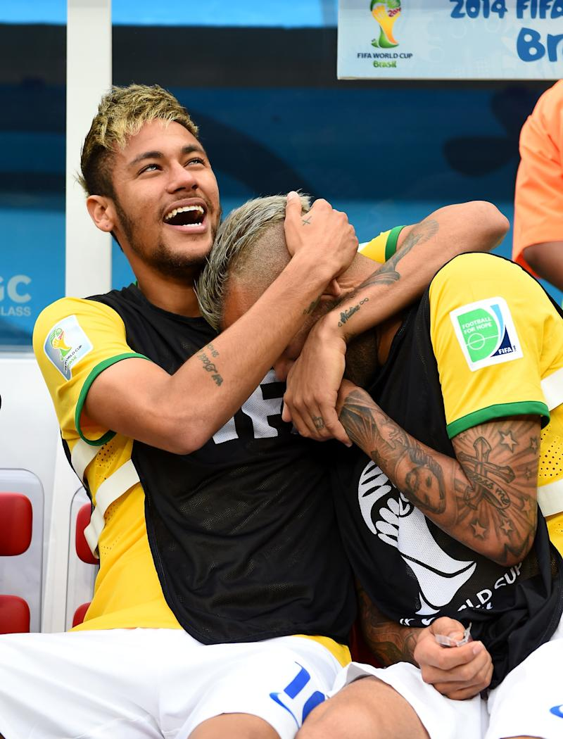 There's a long history of frosted tips and botched dye jobs among soccer players, from which Neymar is not immune.