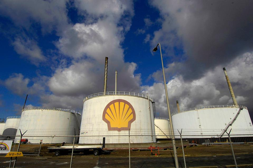 A court in the Hague ruled that Shell was not reducing its CO2 emissions fast enough (BLOOMBERG NEWS)