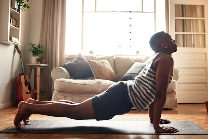 """""""It's easy to fall into the all-or-nothing mindset when it comes to fitness, but the truth is that the benefits you reap from moving your body are cumulative,"""" says psychologist Logan Jones. (Photo: PeopleImages via Getty Images)"""