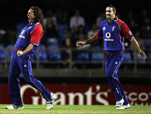 AUCKLAND, NEW ZEALAND - FEBRUARY 05: Ryan Sidebottom of England celebrates dismissing Ross Taylor of New Zealand as team-mate Kevin Pietersen heads to congratulate him during the Twenty20 International match between the New Zealand Black Caps and England held at Eden Park February 5, 2008 in Auckland, New Zealand. (Photo by Phil Walter/Getty Images)
