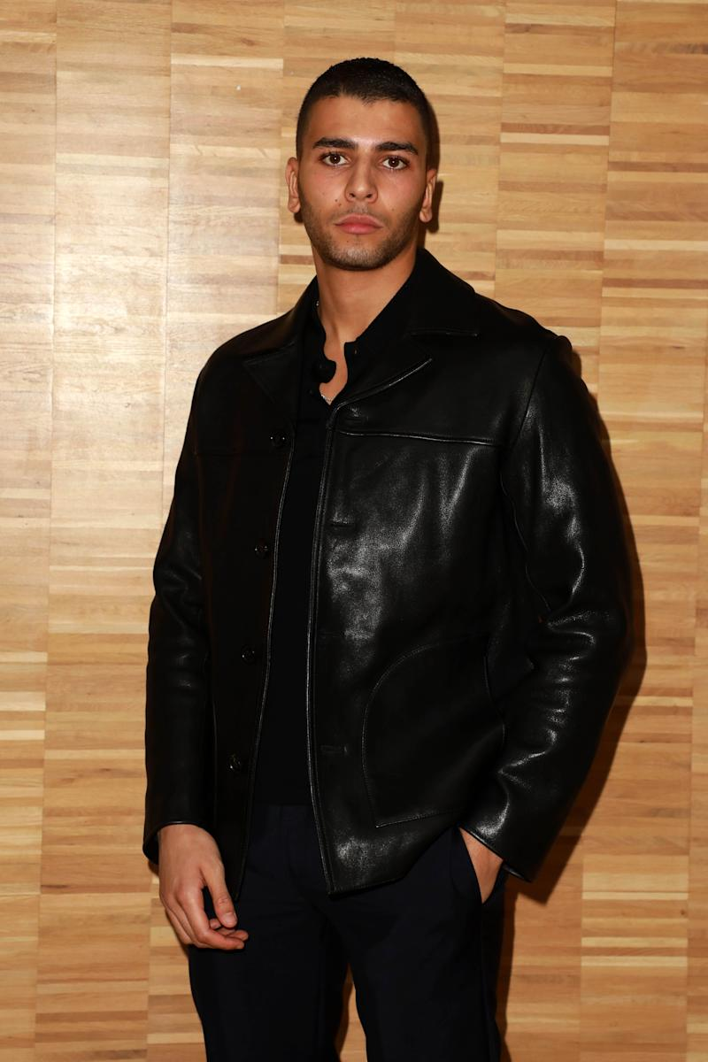 Younes Bendjima looks amazing in all-round black outfit and his skin tone is popping.