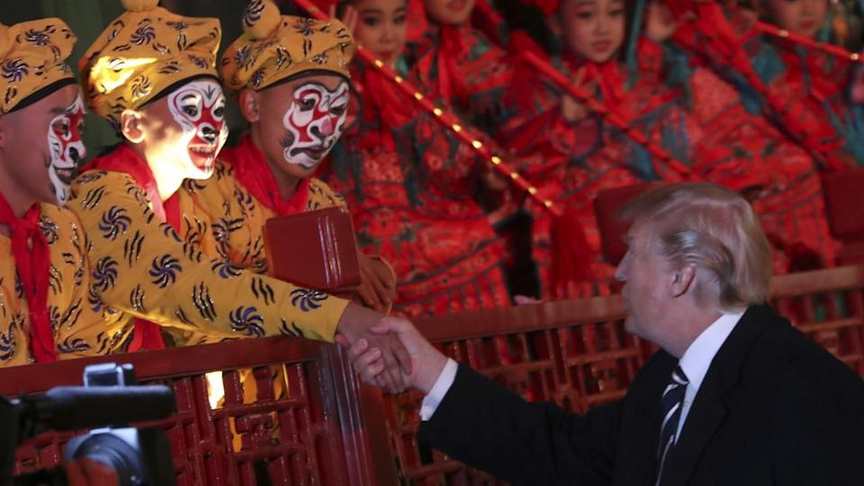 China shuts down Forbidden City in top-level personal welcome for the Trumps