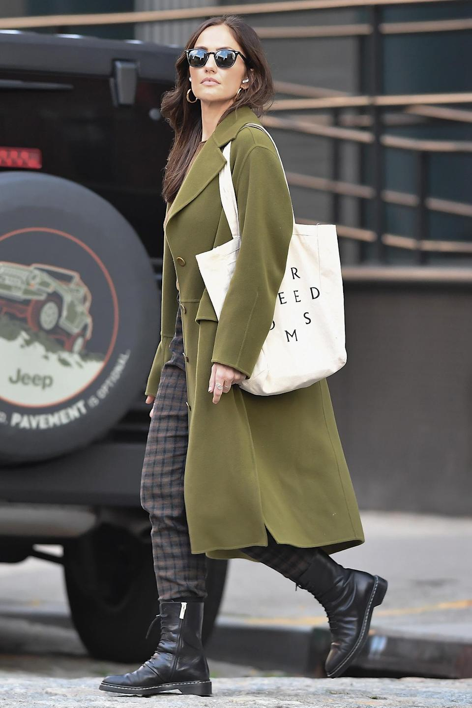 <p>Minka Kelly wears an olive green coat while running errands in N.Y.C. on Oct. 12. </p>
