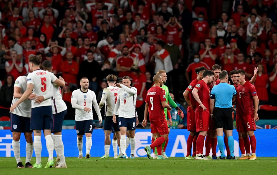 LONDON, ENGLAND - JULY 07: Pierre-Emile Hojbjerg, Yussuf Poulsen, Christian Norgaard and Joakim Maehle of Denmark confront Match Referee, Danny Makkelie as he awaits for a VAR decision for a potential penalty to England during the UEFA Euro 2020 Championship Semi-final match between England and Denmark at Wembley Stadium on July 07, 2021 in London, England. (Photo by Paul Ellis - Pool/Getty Images)