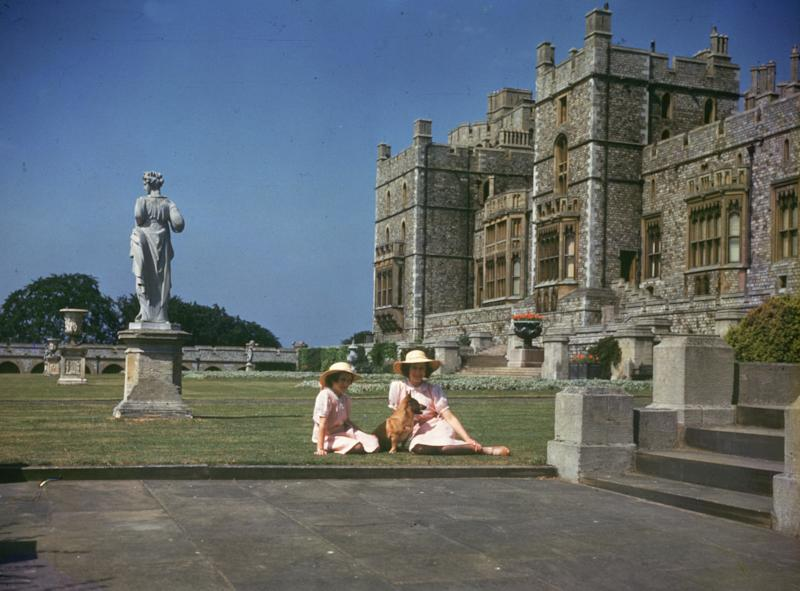 8th July 1941: Princesses Elizabeth (right) and Margaret Rose (1930 - 2002) sunbathing outside Windsor Castle, Berkshire. (Photo by Lisa Sheridan/Studio Lisa/Getty Images)