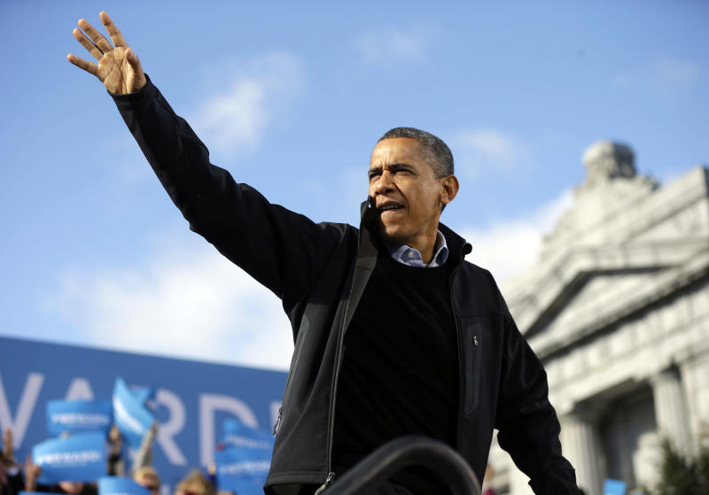 President Barack Obama waves to supporters during a campaign event at Capitol Square, Sunday, Nov. 4, 2012, in Concord, N.H. (AP Photo/Pablo Martinez Monsivais)