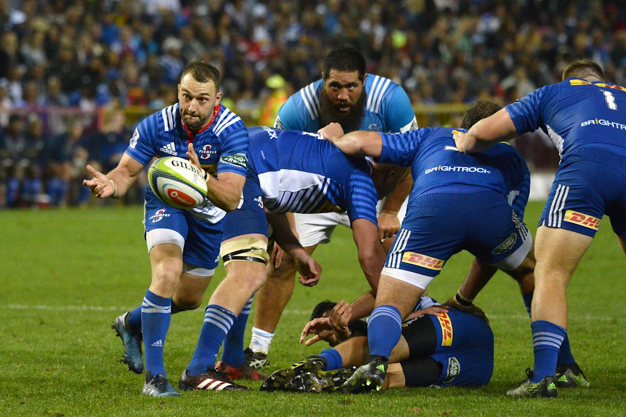 South Africa's Stormers' scrumhalf Dewaldt Duvenage passes the ball during the Super Rugby match New Zealand's Blues against South Africa's Stormers on May 19, 2017 at Newlands Stadium in Cape Town. (AFP Photo/RODGER BOSCH)