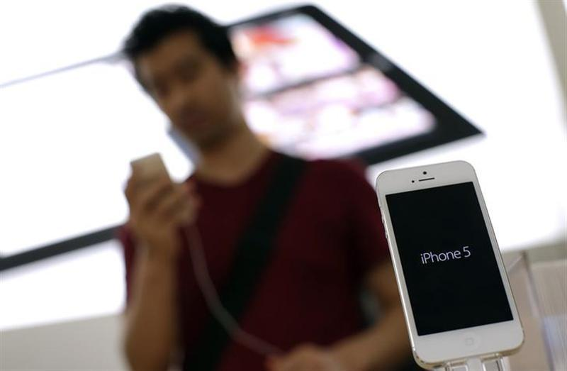 An Apple iPhone 5 is displayed in an Apple store in Rome September 28, 2012. REUTERS/Tony Gentile/Files