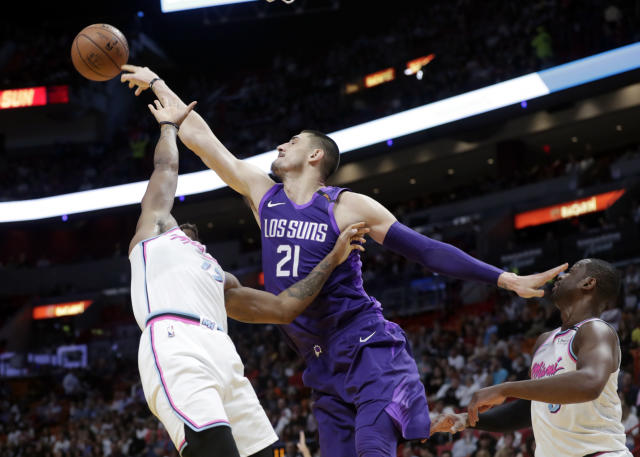 "<a class=""link rapid-noclick-resp"" href=""/nba/teams/pho/"" data-ylk=""slk:Phoenix Suns"">Phoenix Suns</a>' <a class=""link rapid-noclick-resp"" href=""/nba/players/5156/"" data-ylk=""slk:Alex Len"">Alex Len</a> (21) gets a rebound over Miami Heat's Rodney McGruder, left, and <a class=""link rapid-noclick-resp"" href=""/nba/players/3708/"" data-ylk=""slk:Dwyane Wade"">Dwyane Wade</a>, right. (AP)"
