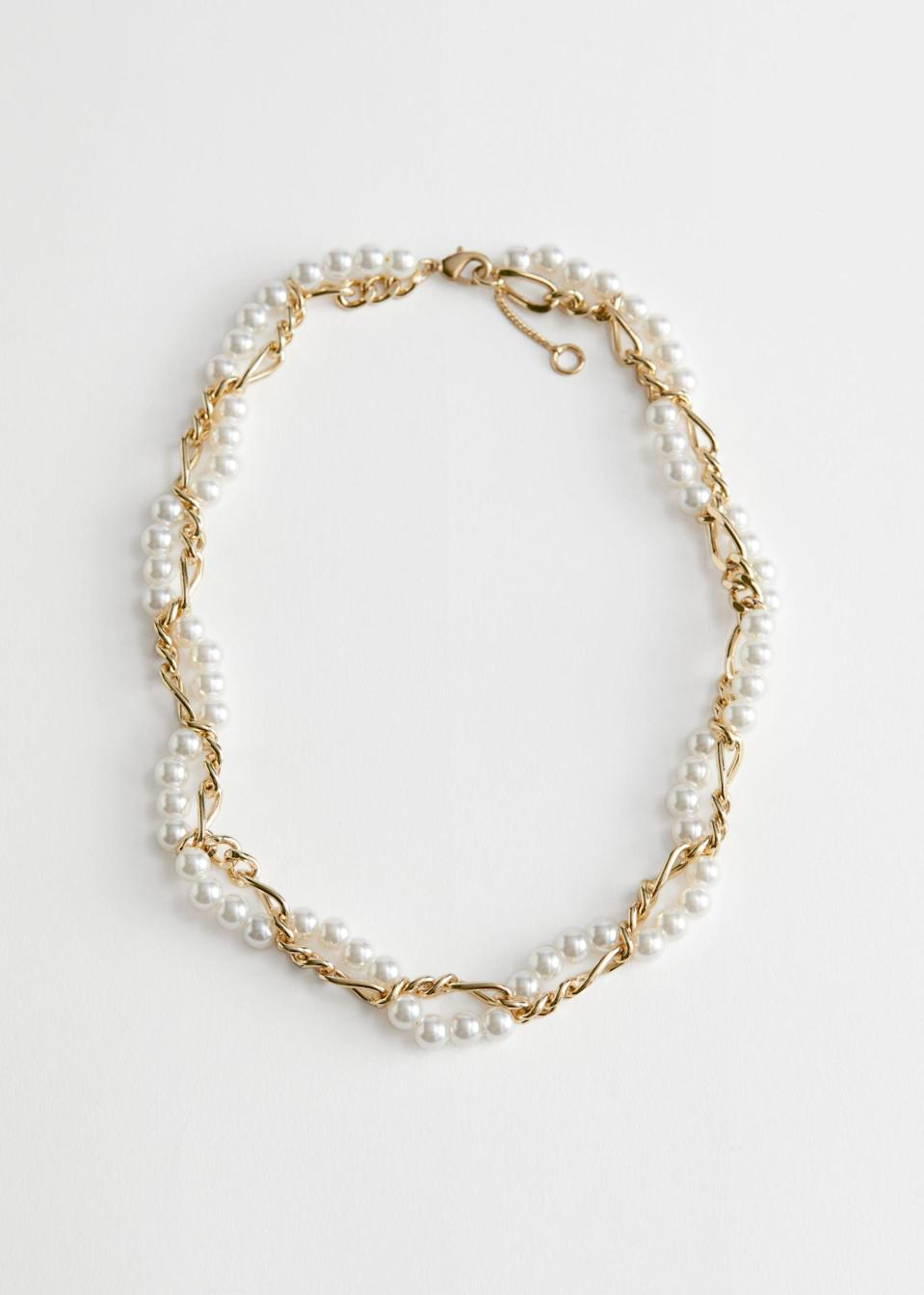<p>This <span>&amp; Other Stories Twisted Pearl Chain Necklace</span> ($39) makes a stunning addition to any look.</p>