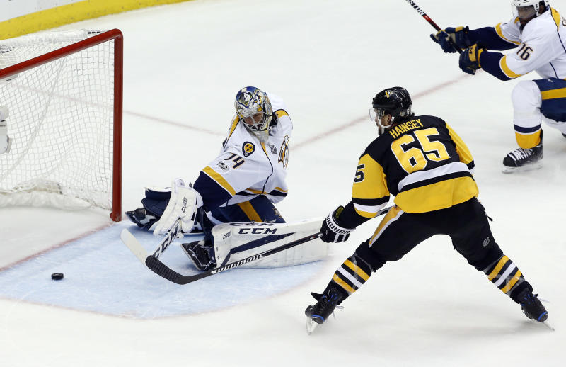 Penguins crush Predators to lead series