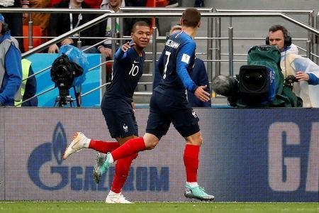 Soccer Football - World Cup - Group C - France vs Peru - Ekaterinburg Arena, Yekaterinburg, Russia - June 21, 2018 France's Kylian Mbappe celebrates with Antoine Griezmann after scoring their first goal REUTERS/Damir Sagolj