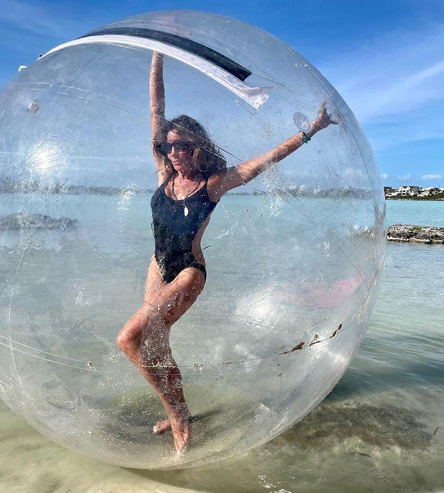 <p>No one came more prepared than the Countess to take on social distance swimming in Turks and Caicos.</p>
