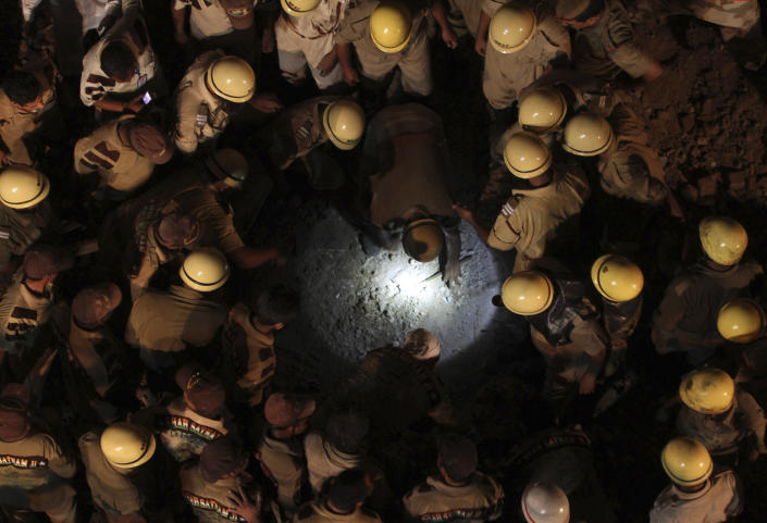 Rescue workers search for survivors under the rubble of a collapsed building in the old quarters of Delhi September 27, 2011. A building in the old quarters of New Delhi collapsed on Tuesday night, killing at least five people and injuring 25, police said. (Photo: REUTERS/Stringer)