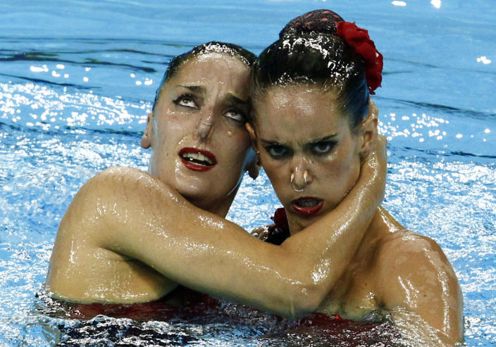 Spain's Ona Carbonell and Andrea Fuentes perform during the preliminary round of the synchronised swimming duet free routine at the 14th FINA World Championships in Shanghai July 19, 2011. (REUTERS/David Gray )