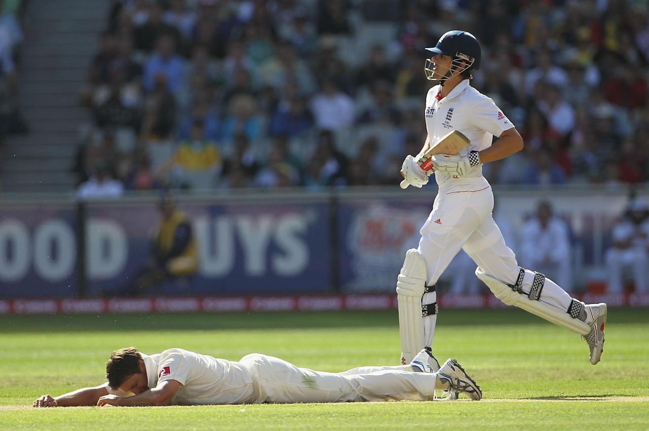 MELBOURNE, AUSTRALIA - DECEMBER 26:  Ben Hilfenhaus of Australia goes to ground as Alastair Cook of England takes a run during day one of the Fourth Test match between Australia and England at the Melbourne Cricket Ground on December 26, 2010 in Melbourne, Australia.  (Photo by Hamish Blair/Getty Images)