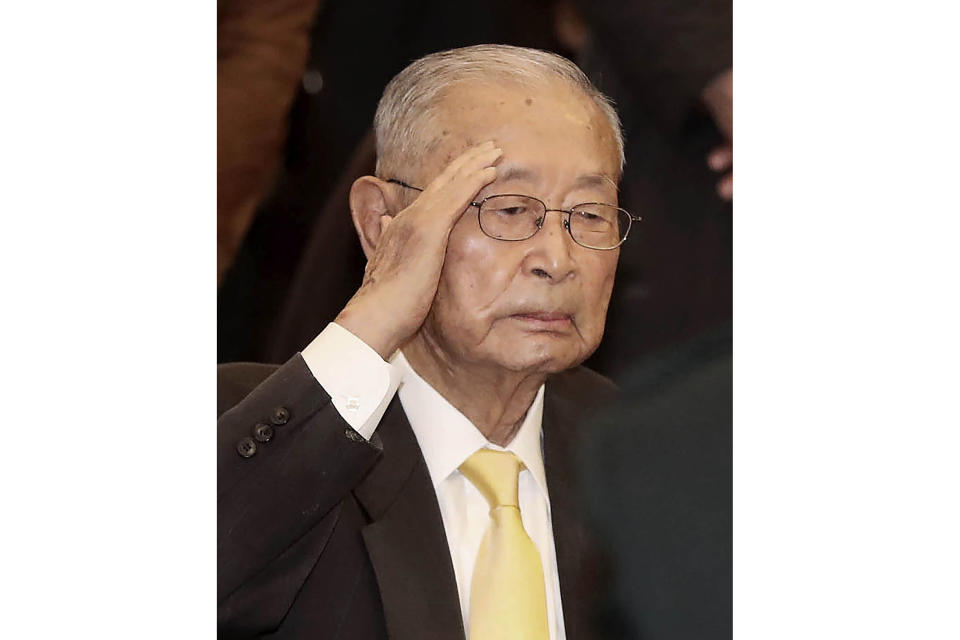 Former South Korean army Gen. Paik Sun-yup salutes during his birthday party in Seoul, South Korea on Nov. 21, 2018. Paik who was celebrated as a major war hero for leading troops in several battle victories against North Korean soldiers during the 1950-53 Korean War, has died. He was 99. (Choo Sang-chul/Newsis via AP)