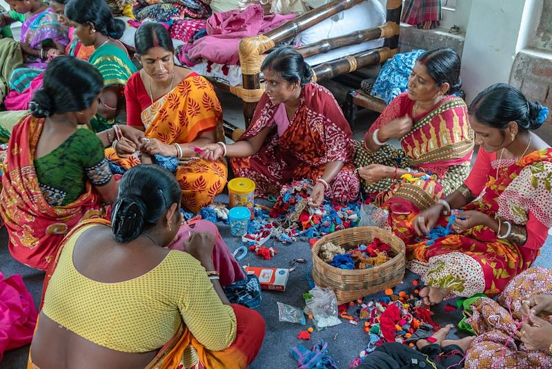 Amazon Saheli offers training and skill development workshops in online selling to help women entrepreneurs to help them grow their business on Amazon.