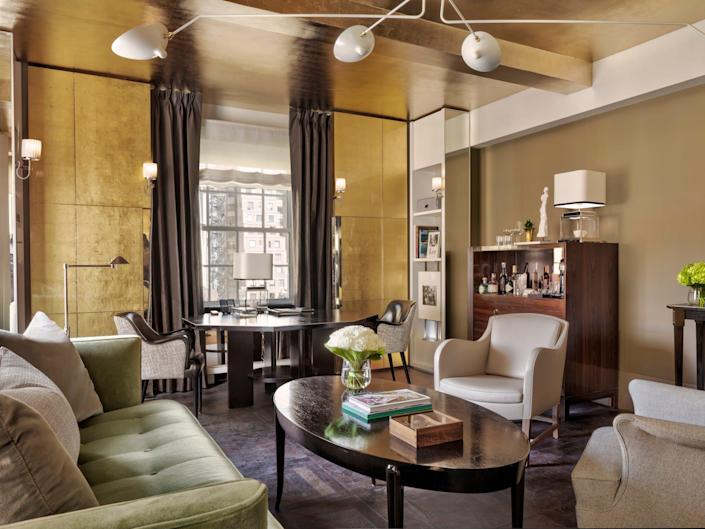 Carlyle Hotel - suite living room