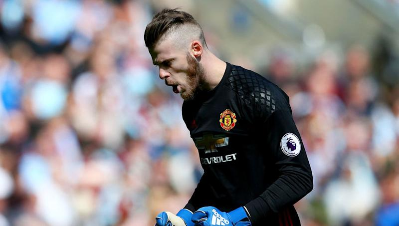 Former Premier League Star Claims Leicester Goalkeeper Is Not 'in the Same League' as David de Gea