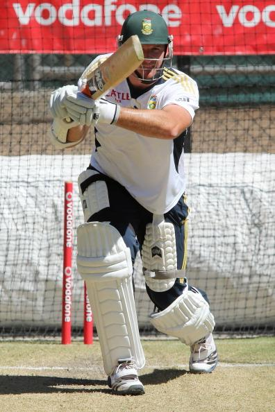 ADELAIDE, AUSTRALIA - NOVEMBER 19:  Graeme Smith bats during a South African Proteas training session at Adelaide Oval on November 19, 2012 in Adelaide, Australia.  (Photo by Morne de Klerk/Getty Images)