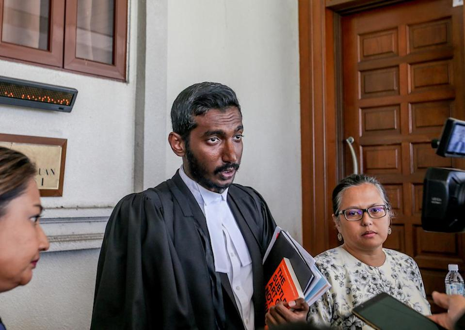 Lawyer Surendra Ananth speaks to reporters at the Kuala Lumpur Courts Complex August 27, 2019. — Picture by Firdaus Latif
