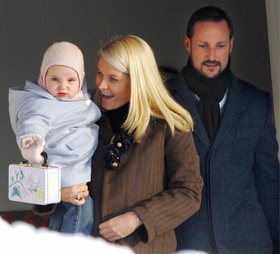 <p>Crown Prince Haakon and Princess Mette-Marit bring their daughter, Ingrid Alexandra, to her first day of preschool in Asker, near Oslo. She carries her very own lunchbox.</p>