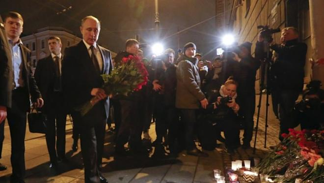 Vladimir Putin lays flowers at St Petersburg metro station blast site