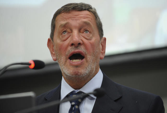 David Blunkett said while the decision by some officers to take the knee was commendable, it would make many 'uneasy'. (Picture: RAVEENDRAN/AFP via Getty Images)