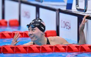 Jessica Long celebrates winning her fourth straight Paralympic gold medal in the women's SM8 200m IM