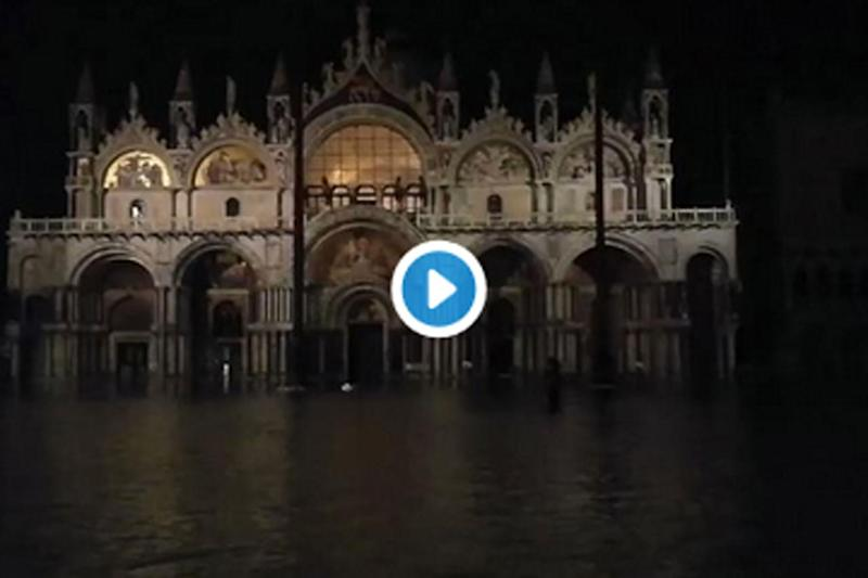 Acqua alta a Venezia, i video dalla Laguna