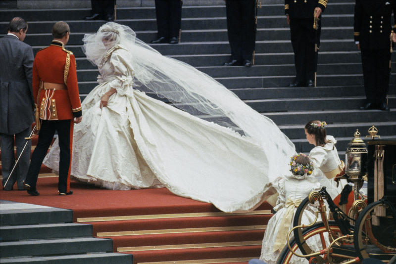 """LONDON - JULY 29: Diana, the Princess of Wales arrives at St Paul's Cathedral, in her wedding dress designed by David & Elizabeth Emanuel, before her wedding to Prince Charles on July 29, 1981. (Photo by David Levenson/Getty Images)""""n"""