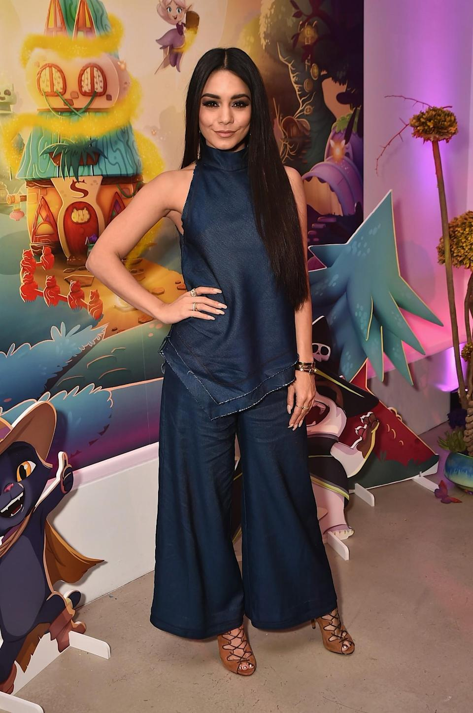 <p>Vanessa was incredibly sleek in an oversized denim two-piece.<br><i>[Photo: Getty]</i> </p>