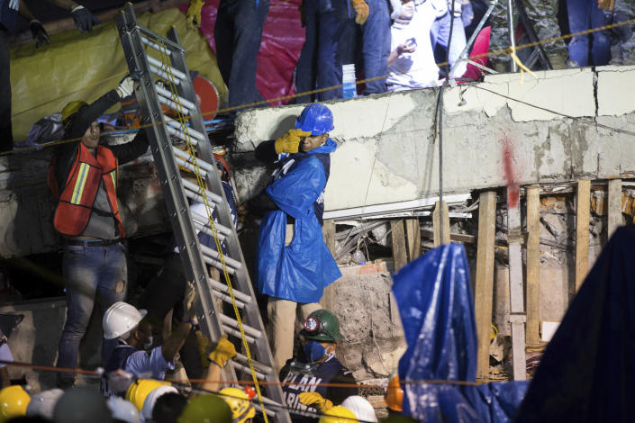 <p>A ladder is raised to search and rescue team members during rescue efforts at the Enrique Rebsamen school in Mexico City, Mexico, Thursday, Sept. 21, 2017. (Photo: Anthony Vazquez/AP) </p>