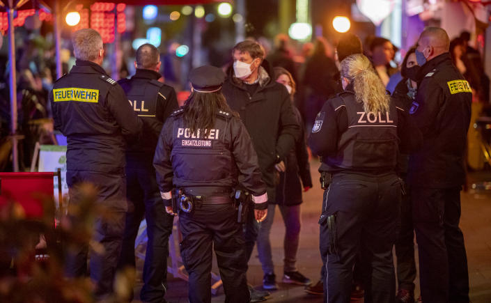11 October 2020, Hamburg: Units of customs, police and fire brigade control on the Reeperbahn the compliance with the Corona requirements in the gastronomy. Photo: Axel Heimken/dpa (Photo by Axel Heimken/picture alliance via Getty Images)