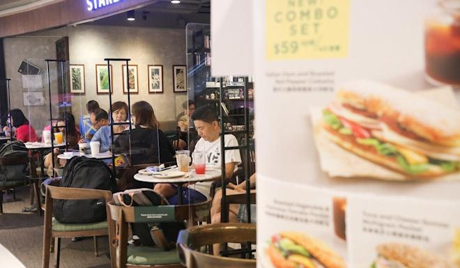 The MOKO shopping centre in Mong Kok saw numerous Hongkongers take advantage of the restored evening dine-in service. Photo: K. Y. Cheng