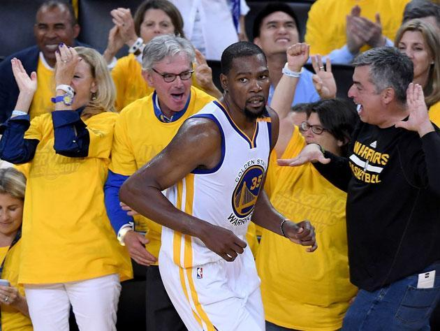 """<a class=""""link rapid-noclick-resp"""" href=""""/nba/players/4244/"""" data-ylk=""""slk:Kevin Durant"""">Kevin Durant</a> looks on. (Getty Images)"""
