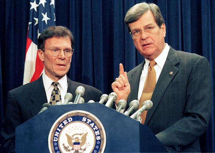 Senate Minority Leader Tom Daschle, left, and Senate Majority Leader Trent Lott in 1999 after a bipartisan agreement was reached that covered ground rules for President Bill Clinton's impeachment trial. (Photo: Reuters)