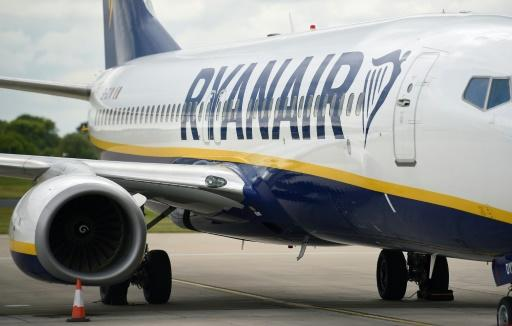 Low-cost airline Ryanair, which has complained about government rescues spoiling competition between airlines, has said it will challenge Lufthansa's bailout