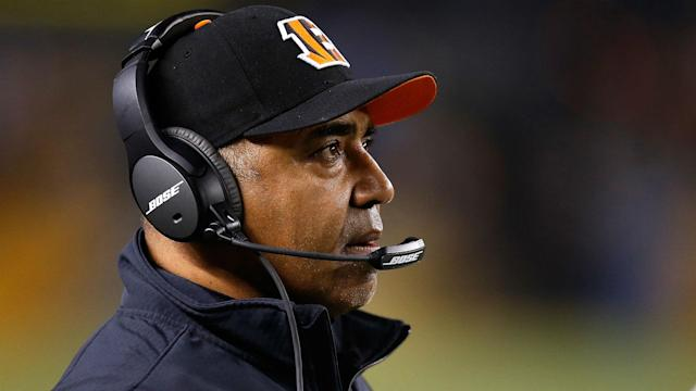 Marvin Lewis extended his stay as Cincinnati Bengals head coach, signing through 2019.