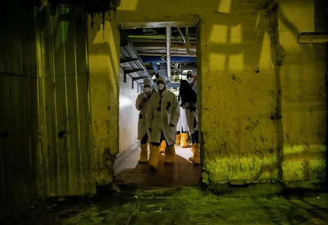 <p>An employee and journalists walk through the corridor of the stopped third reactor at the Chernobyl nuclear power plant in Chernobyl, Ukraine, April 20, 2018. (Photo: Gleb Garanich/Reuters) </p>